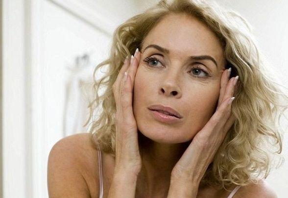 Возможно ли омоложение лица после 50 лет в домашних условиях